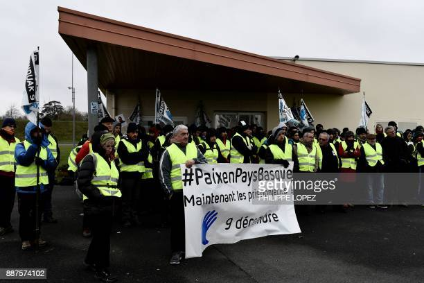 Basque members of the 'Artisans de la paix' movement gather at the ReauSud Francilien prison on December 7 2017 in Reau to take the start of a march...