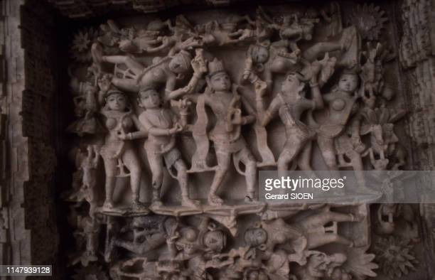 Basrelief dans l'un des temples jaïn de Dilwâra sur le mont Abu en 1985 au Rajasthan Inde