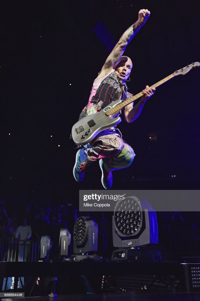 bass player flea of red hot chili peppers performs at madison square nachrichtenfoto getty. Black Bedroom Furniture Sets. Home Design Ideas