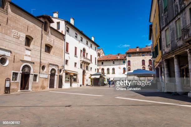 bassano del grappa: piazza terraglio - バッサーノデルグラッパ ストックフォトと画像