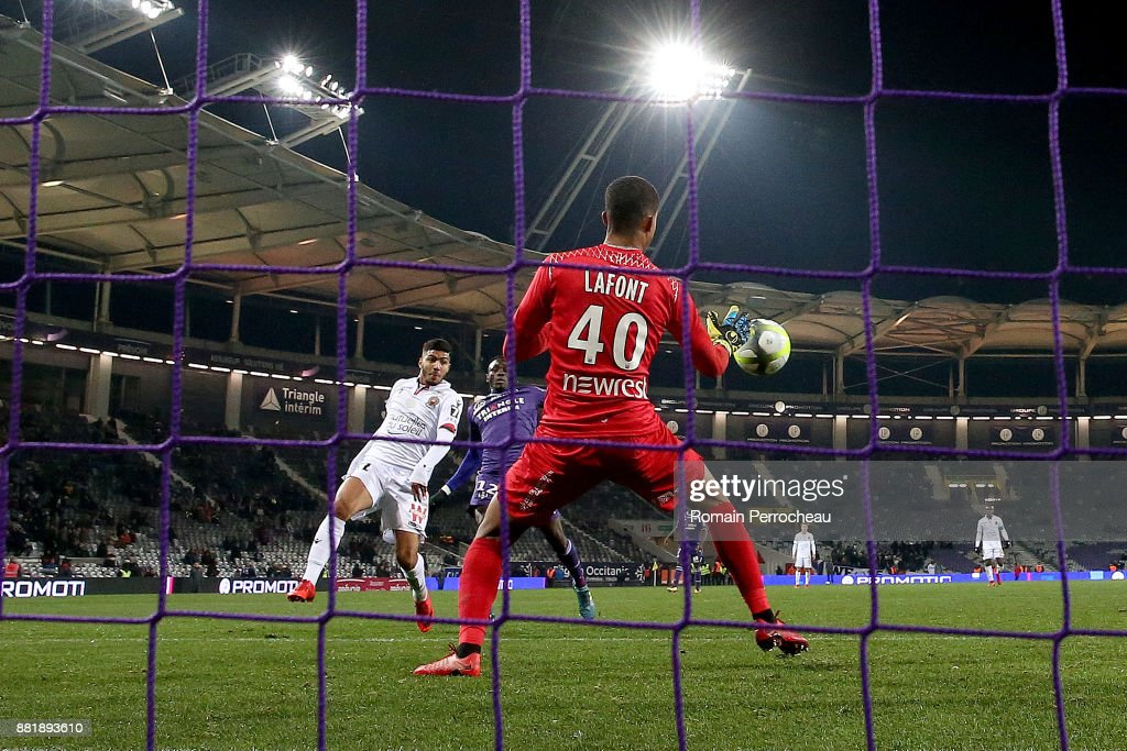 Bassem Srarfi of Nice scores a goal during the Ligue 1 match between Toulouse and OGC Nice at Stadium Municipal on November 29, 2017 in Toulouse, France.