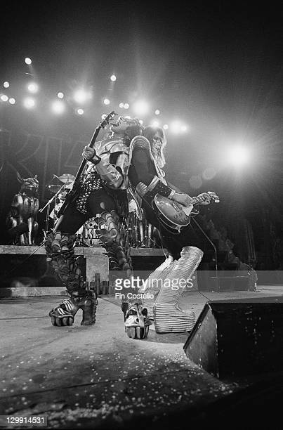 Bassist Gene Simmons and guitarist Ace Frehley performing on stage with American heavy metal group Kiss circa 1975