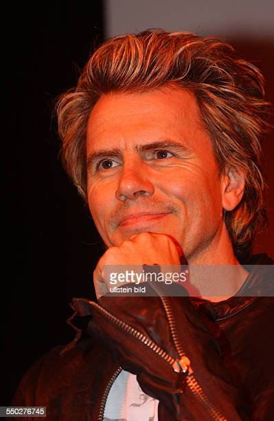 Bassist John Taylor anlässlich der Präsentation des neuen Albums auf der Popkomm 2004 in Berlin