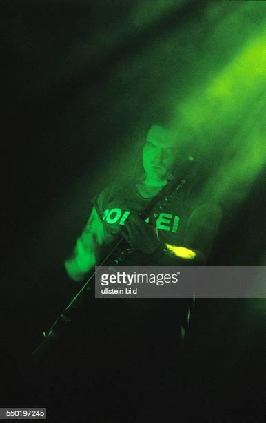 Bassist und Sänger Peter Steele währäend eines Konzerts in der Arena in Berlin