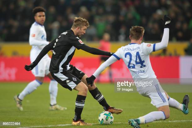 Bastian Oczipka of Schalke and Christoph Kramer of Moenchengladbach battle for the ball during the Bundesliga match between Borussia Moenchengladbach...