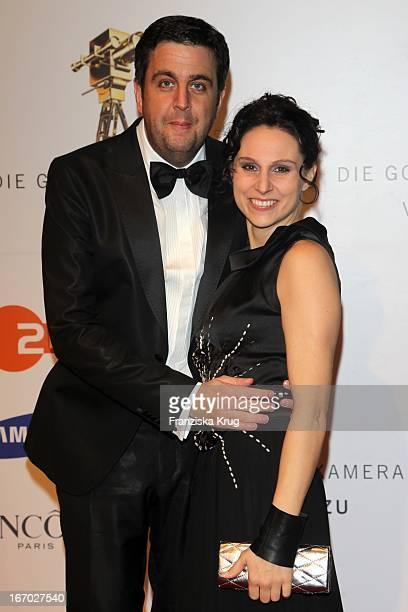 Bastian Pastewka Und Freundin Heidrun Buchmaier Bei Der 45. Verleihung Der Goldenen Kamera In Der Ullstein Halle In Berlin .