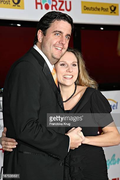 Bastian Pastewka Und Seine Freundin Heidrun Buchmaier Bei Der Verleihung Der 42 Goldenen Kamera In Der Ullstein Halle In Berlin Am 010207