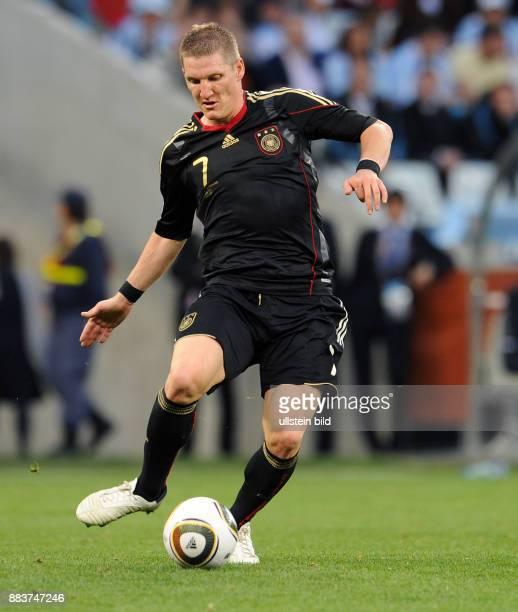 FUSSBALL Bastian SCHWEINSTEIGER Einzelaktion am Ball