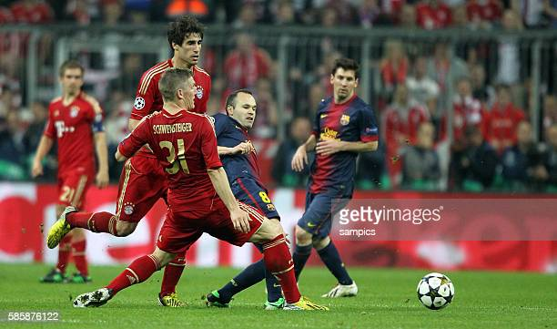 Bastian SCHWEINSTEIGER FC Bayern München gegen Andres Iniesta FC Barcelona Fussball Championsleague Halbfinale FC Bayern München FC Barcelona 4:0...