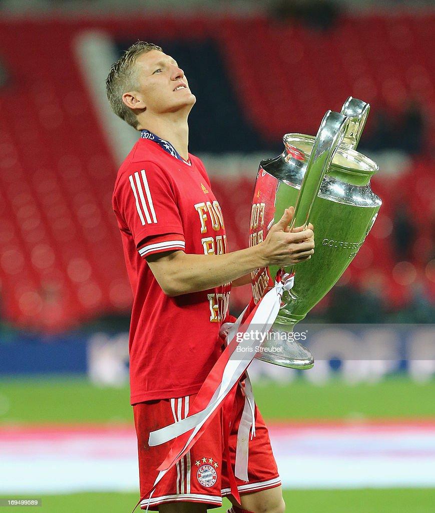 Bastian Schweinsteiger of Bayern Muenchen celebrates with