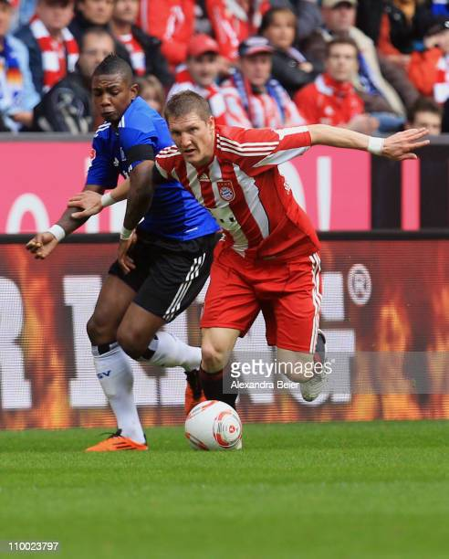Bastian Schweinsteiger of Bayern Muenchen fights for the ball with Eljero Elia of Hamburg during the Bundesliga match between 1 FC Muenchen and...