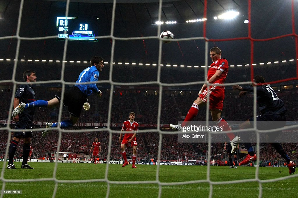 Bastian Schweinsteiger (R) of Muenchen fails to score with a header against goalkeeper Hugo Lloris (L-R) of Lyon during the UEFA Champions League semi final first leg match between FC Bayern Muenchen and Olympic Lyon at Allianz Arena on April 21, 2010 in Munich, Germany.