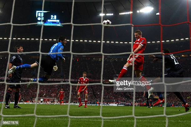 Bastian Schweinsteiger of Muenchen fails to score with a header against goalkeeper Hugo Lloris of Lyon during the UEFA Champions League semi final...