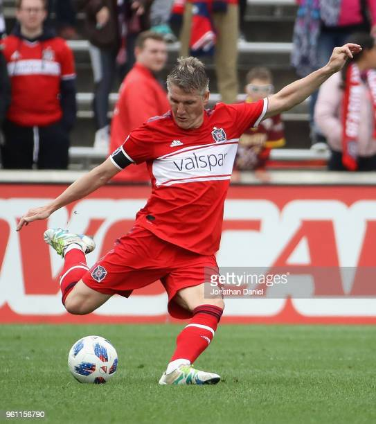 Bastian Schweinsteiger of the Chicago Fire passes the ball against the Houston Dynamo at Toyota Park on May 20 2018 in Bridgeview Illinois The Dynamo...
