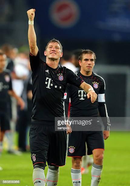 Bastian Schweinsteiger Philipp Lahm jubeln in die Fankurve Fussball 1 Bundesliga Hamburger SV FC Bayern München 03 31112 imtech arena Hamburg