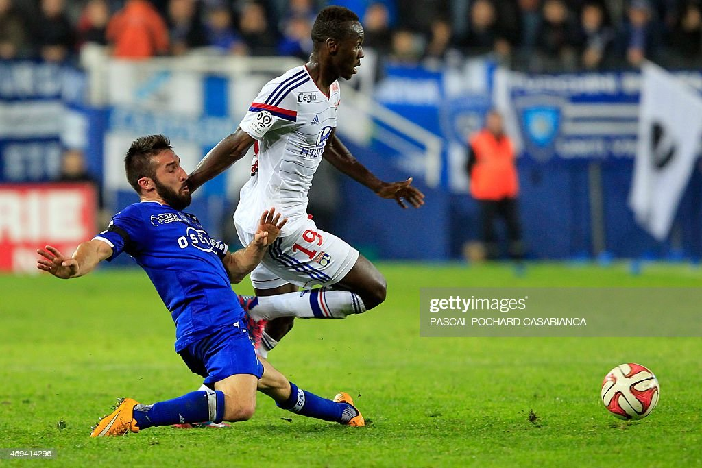 Bastia's French defender Julian Palmieri (L) vies with Lyon's forward Mohamed Yattara during the French L1 football match Bastia (SCB) against Lyon (OL) on November 22, 2014 in the Armand Cesari stadium in Bastia, French Mediterranean island of Corsica.
