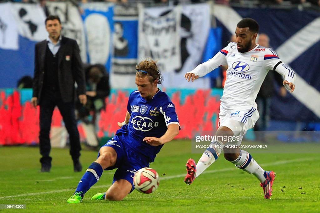 Bastia's French midfielder Guillaume Gillet (L) vies with Lyon's French forward Alexandre Lacazette during the French L1 football match Bastia (SCB) against Lyon (OL) on November 22, 2014 in the Armand Cesari stadium in Bastia, French Mediterranean island of Corsica.