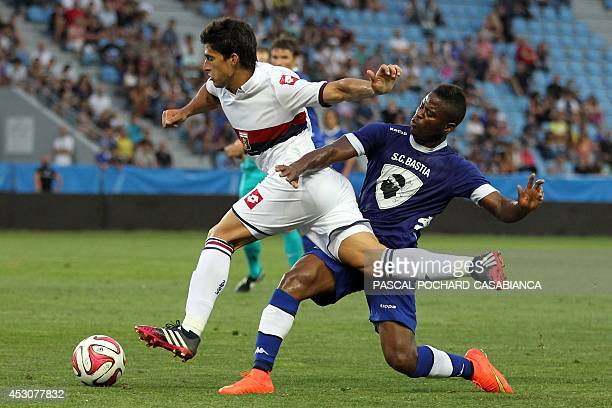 Bastia's Malian midfielder Abdoulaye Keita vies with Genova's Diego Perotti during the friendly football match Bastia against Genova in the Armand...