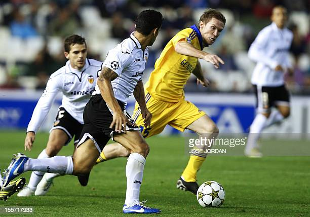 Bate Borisov's midfielder Aleksandr Hleb vies with Valencia's Argentinian midfielder Fernando Gago and Valencia's Portuguese defender Ricardo Costa...