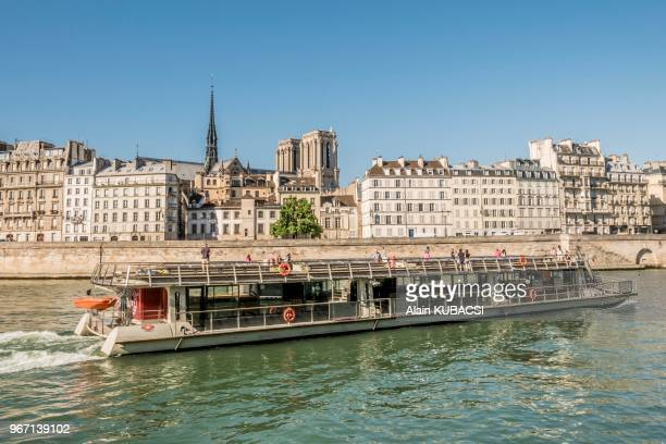 location bateau france stock photos and pictures getty images. Black Bedroom Furniture Sets. Home Design Ideas