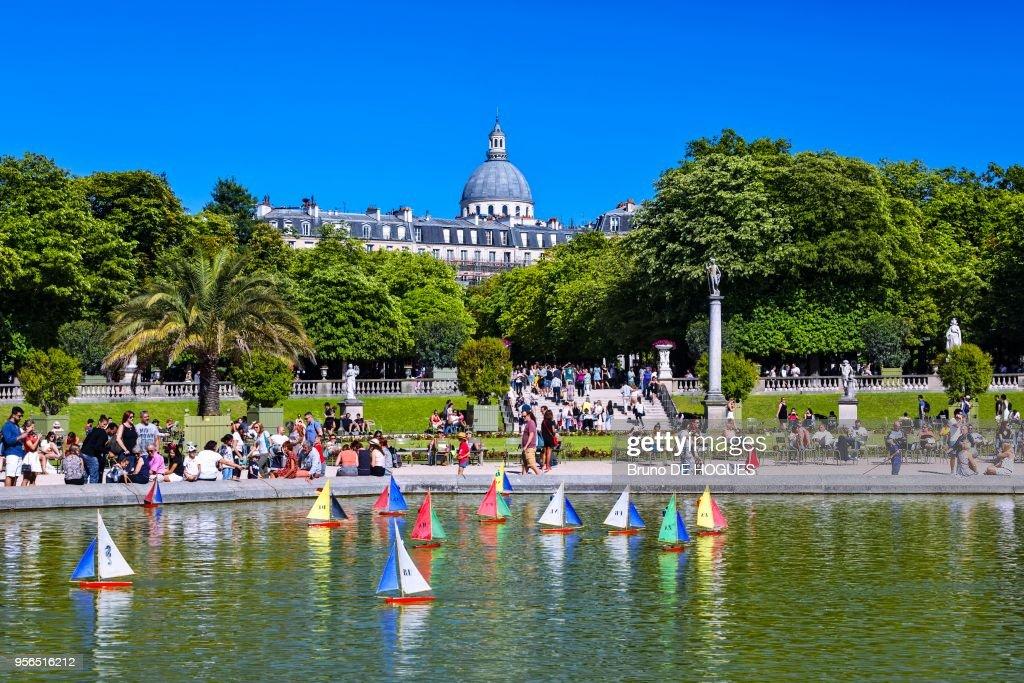 Bateaux Du Jardin Du Luxembourg Et En Arriere Plan Le Pantheon 10