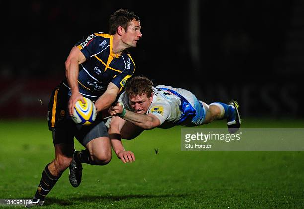 Bath centre Sam Vesty attempts to tackle Warriors flanker Sam Betty during the Aviva Premiership match between Worcester Warriors and Bath at Sixways...