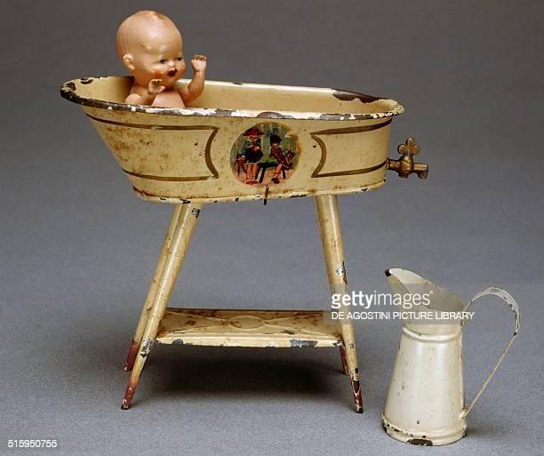 Bath with baby, tin toy, 1935. Germany, 20th century. Milan, Museo Del Giocattolo E Del Bambino