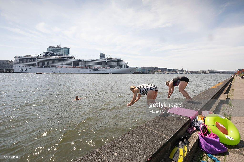 Europe Basks In A Heatwave : News Photo