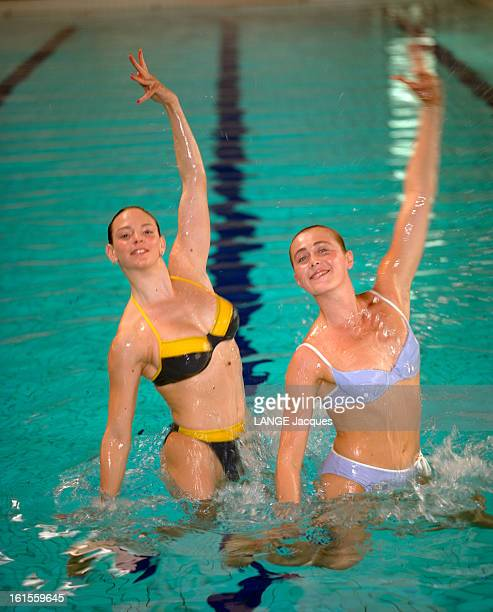 France Women Synchronized Swimming Team Show The Suits Of The New Season Les maillots ont la forme olympique les nageuses de l'équipe de France...