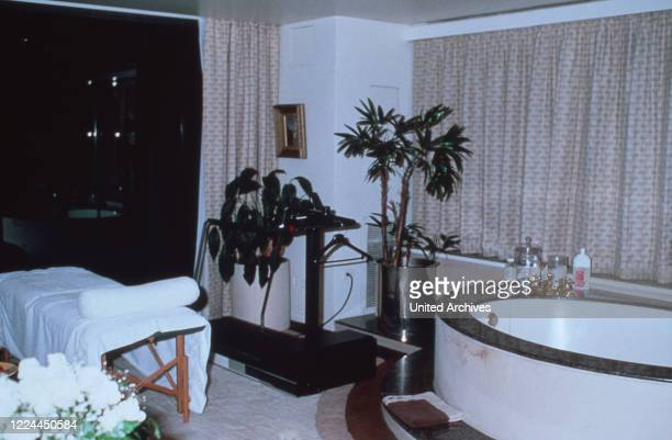Bathroom and massage corner of Adnan Kashoggi with view to the city of New York, USA 1986.