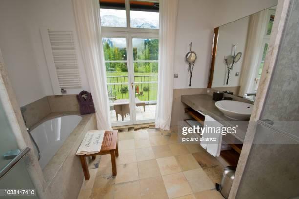 Bathroom at Elmau Palace near Kruen, Germany, 02 June 2014. Photo: Peter Kneffel/dpa | usage worldwide