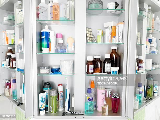 bathroom cabinet - armoire de toilette photos et images de collection