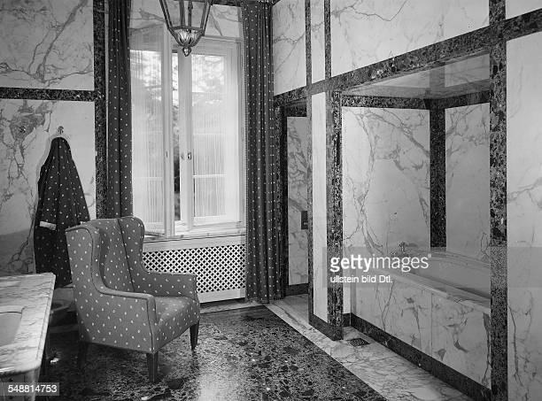 Bathroom for men bath in a Berlin Villa Photographer Fotografisches Atelier Ullstein Published by 'Die Dame' 09/1934 Vintage property of ullstein bild