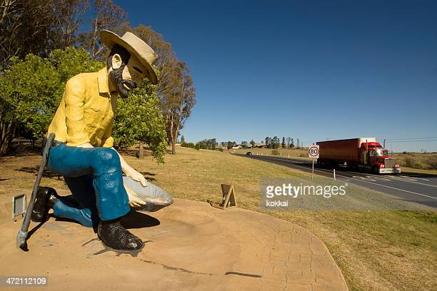 bathurst - big gold panner - west direction stock pictures, royalty-free photos & images