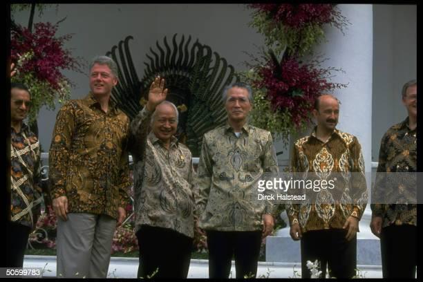 Batikshirted APEC ldrs Jim Bolger Salinas de Gortari Murayama Suharto Clinton Sultan al Bokiah during APEC economic summit