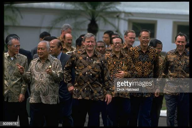 Batikshirted APEC ldrs Keating Goh Chok Tong Jiang Zemin Bolger Suharto Murayama during APEC economic summit