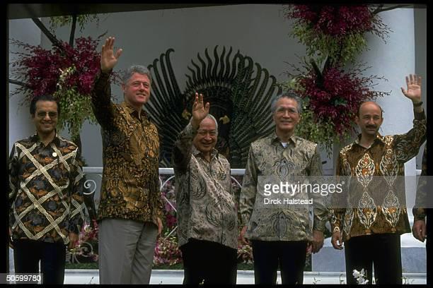 Batikshirted APEC leaders Salinas de Gortari Murayama Suharto Clinton Sultan al Bokiah during APEC economic summit
