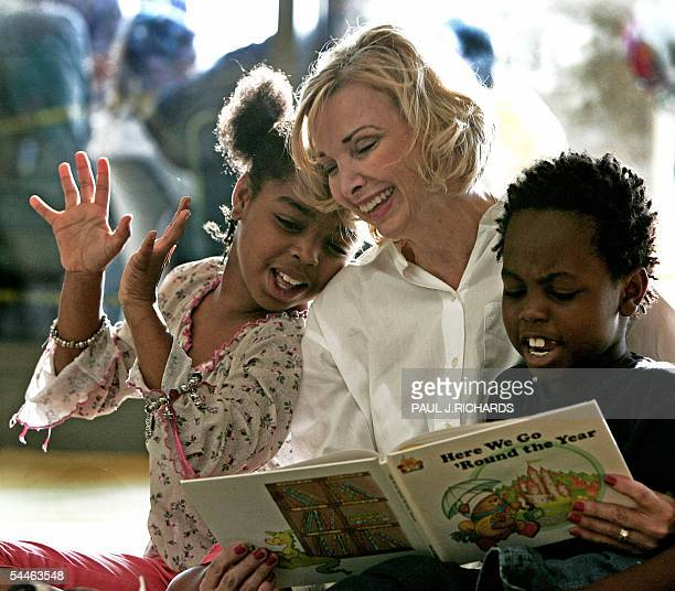 Kindergarden school teacher Janet Thorne who teaches at Northwestern Elementary in nearby Zachary Louisiana reads 03 September 2005 with Hurricane...