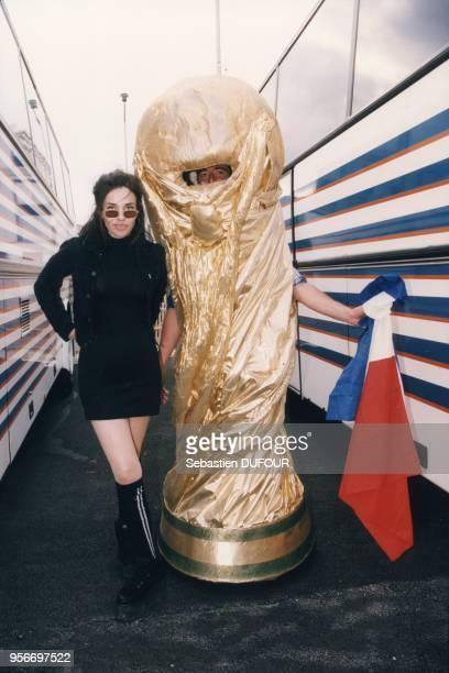Béatrice Dalle lors du quart de finale contre l'Italie au stade de France 3 juillet 1998 Saint Denis France