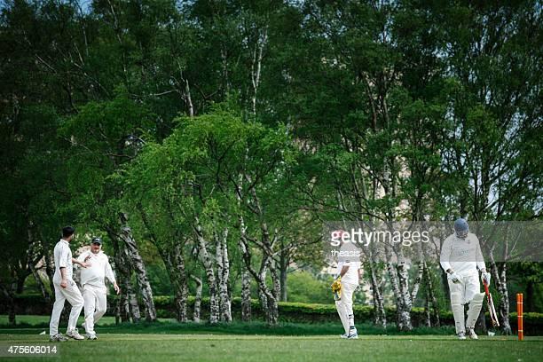 batsman desaparecer em um clube de críquete de jogo local - theasis imagens e fotografias de stock