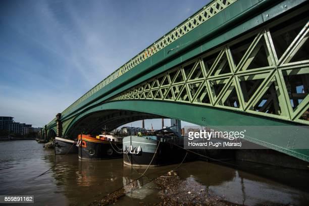 Battersea Bridge: Architectural Design & Colour