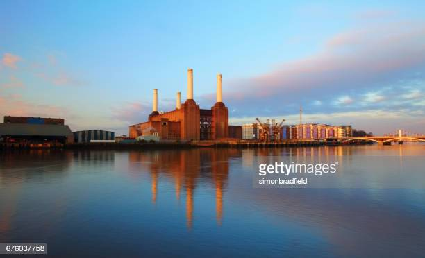 battersea power station at dawn - urban renewal stock pictures, royalty-free photos & images