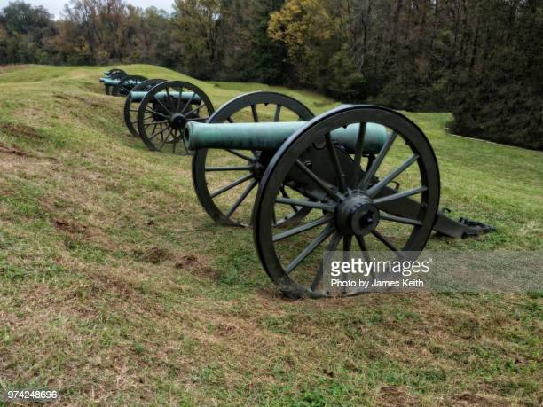battery de golyer. this was the largest concentration of union artillery in one location with 22 cannon. facing the main confederate fortification called the great redoubt which was never taken by union forces until the surrender. - vicksburg_national_military_park stock pictures, royalty-free photos & images