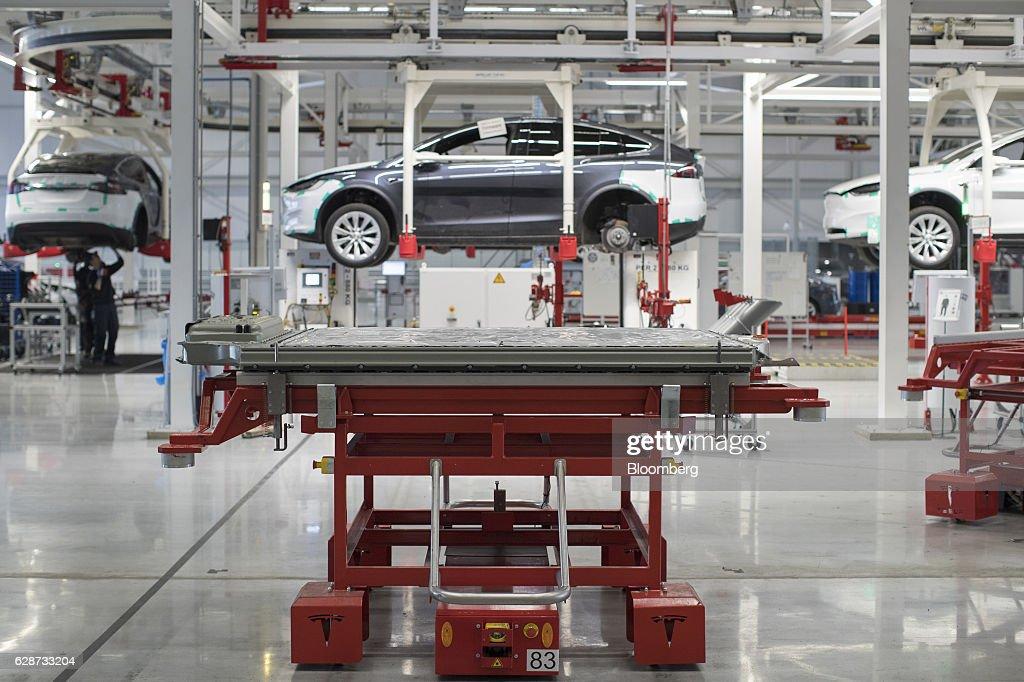 Tesla Model X SUV Assembly Inside A Tesla Motors Inc. Factory : News Photo