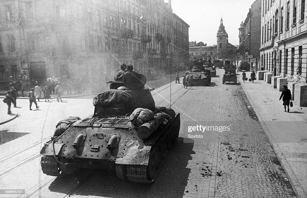 Battle of Lvov. World War 2. Soviet T-34 tanks on the streets of Lvov, Ukraine. 1944. : News Photo