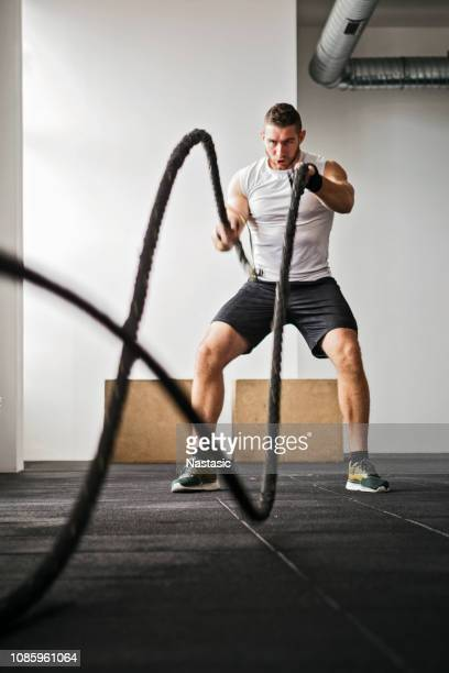 battle rope krafttraining - seil stock-fotos und bilder