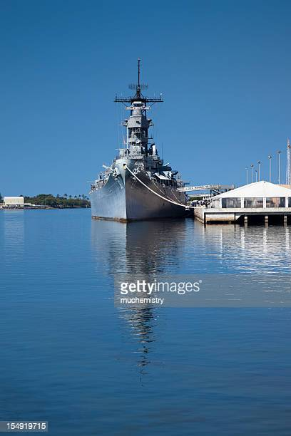 battleship missouri in pearl harbor hawaii iowa class - military ship stock pictures, royalty-free photos & images