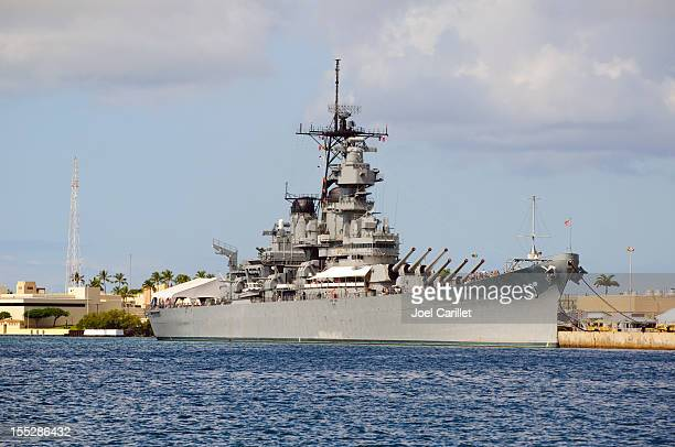 battleship uss missouri in pearl harbor - battleship stock pictures, royalty-free photos & images