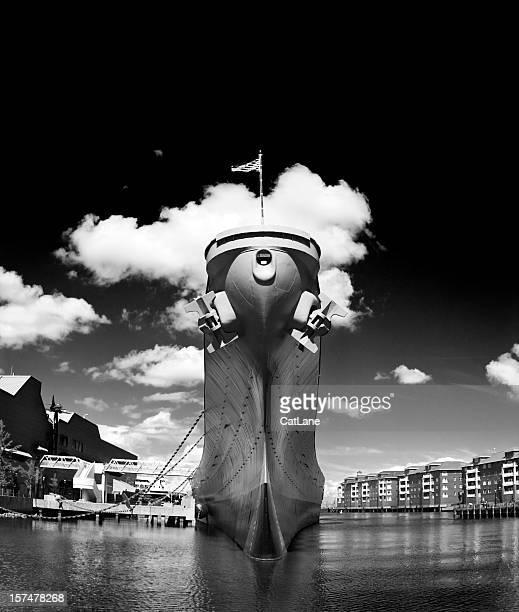 battleship uss wisconsin - norfolk virginia stock pictures, royalty-free photos & images