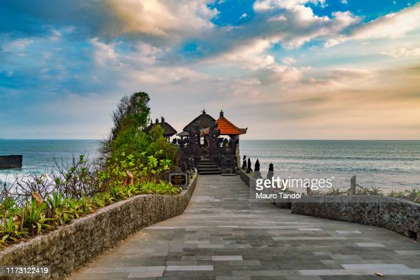batu bolong temple - mauro tandoi stock pictures, royalty-free photos & images